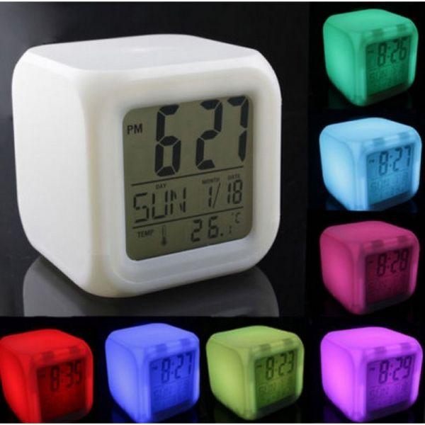 led uhr mit wecker temperaturanzeige kalender und farbwechsel diverses avangard store. Black Bedroom Furniture Sets. Home Design Ideas